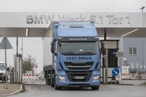 BMW transporte ses moteurs avec des camions au GNL