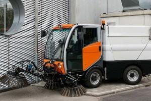 Une balayeuse hybride GNV-�lectrique pr�sent�e en Suisse