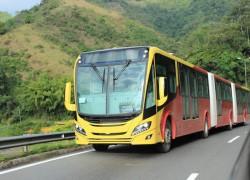 Scania révèle le premier bus GNV bi-articulé au monde en Colombie