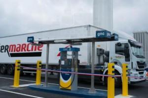 La premi�re station-service GNLC inaugur�e � Castets