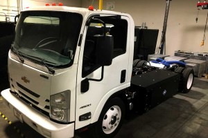 Efficient Drivetrains lance le premier camion agricole hybride rechargeable au GNC