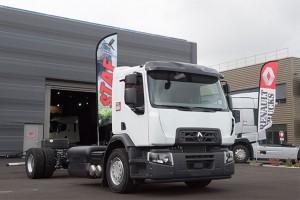 Renault livre à STAF un camion GNV à échappement horizontal