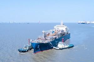 Total met à l'eau son premier navire avitailleur GNL