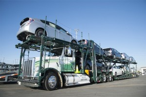 Toyota exp�rimente un camion porte-voitures aliment� au GNV