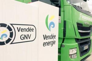 Vendée : François de Rugy en visite à la station GNV de La Chaize le Vicomte