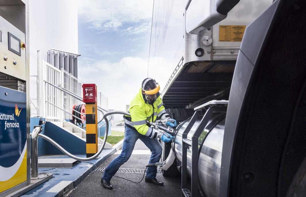 Faire le plein d'un camion GNL : procédures, risques et sécurité