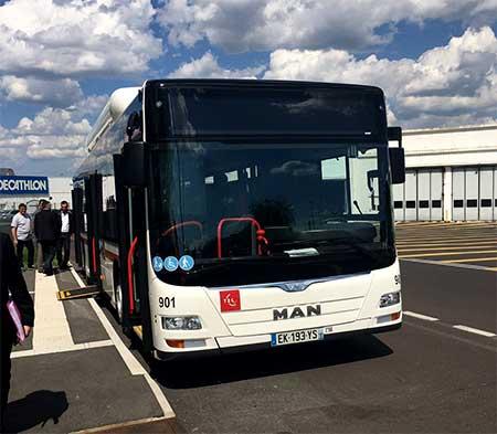 clermont ferrand la t2c re oit ses nouveaux bus au gaz. Black Bedroom Furniture Sets. Home Design Ideas