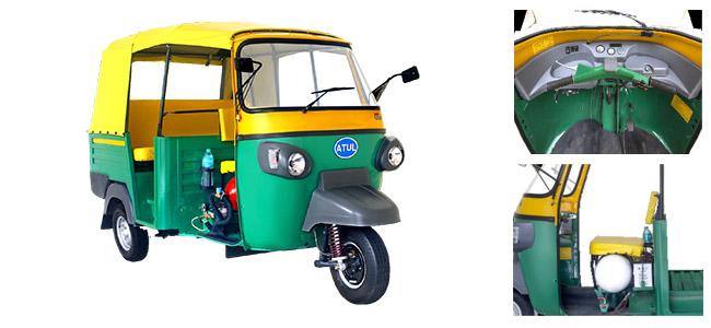Atul Auto r�v�le un rickshaw GNV au salon de l'auto de New Delhi