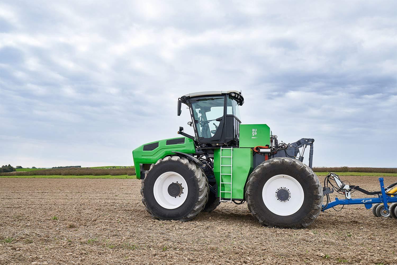 AUGA présente le premier tracteur hybride bioGNV au monde