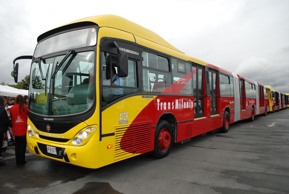 Le premier bus GNV bi-articulé au monde lancé en Colombie