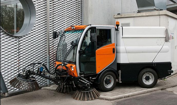 Une balayeuse hybride GNV-électrique présentée en Suisse