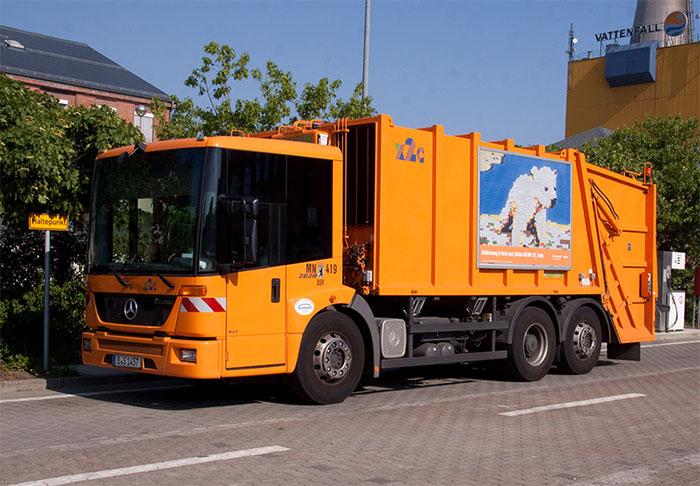 Une benne à ordures hybride au gaz naturel en test à Francfort