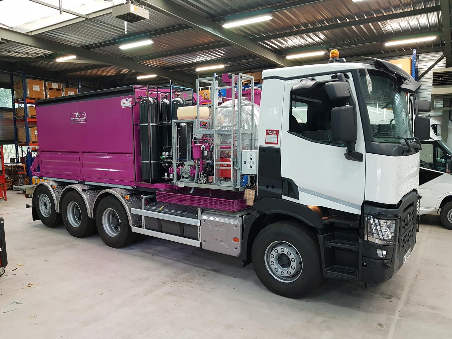 Le CRMT équipe un camion d'un porteur d'enrobé GNC