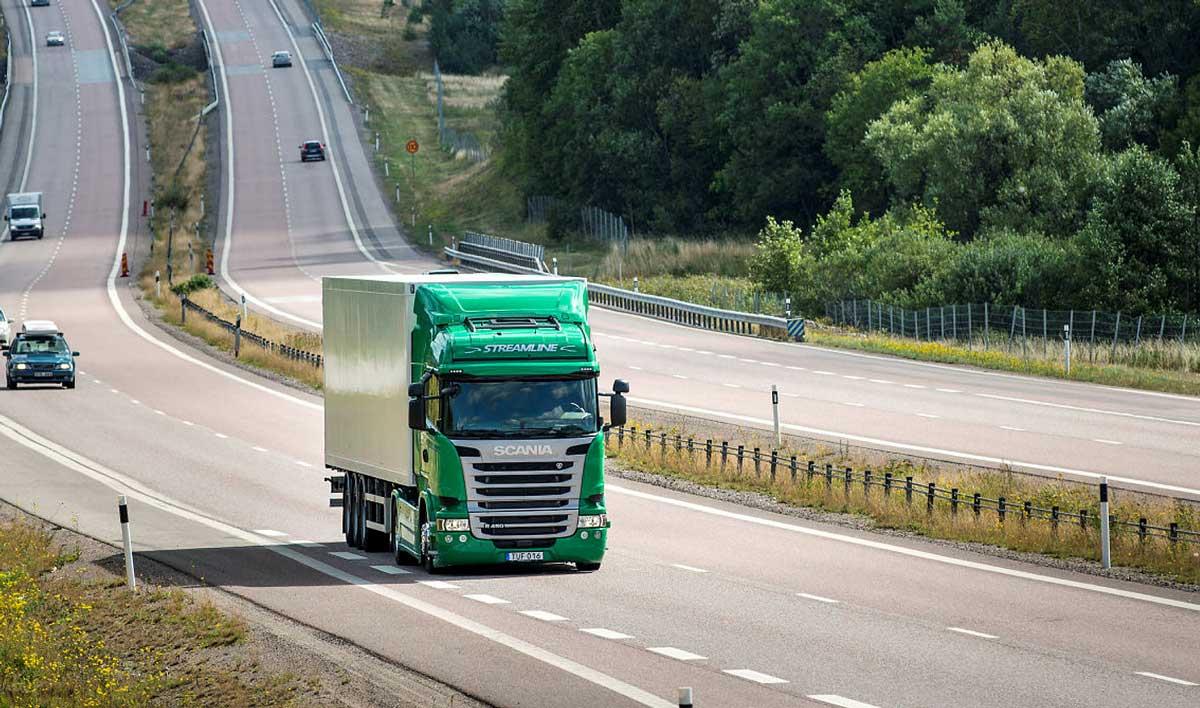Baisse des émissions de CO2 des camions et autocars : nouvel accord à 30 % d'ici 2030