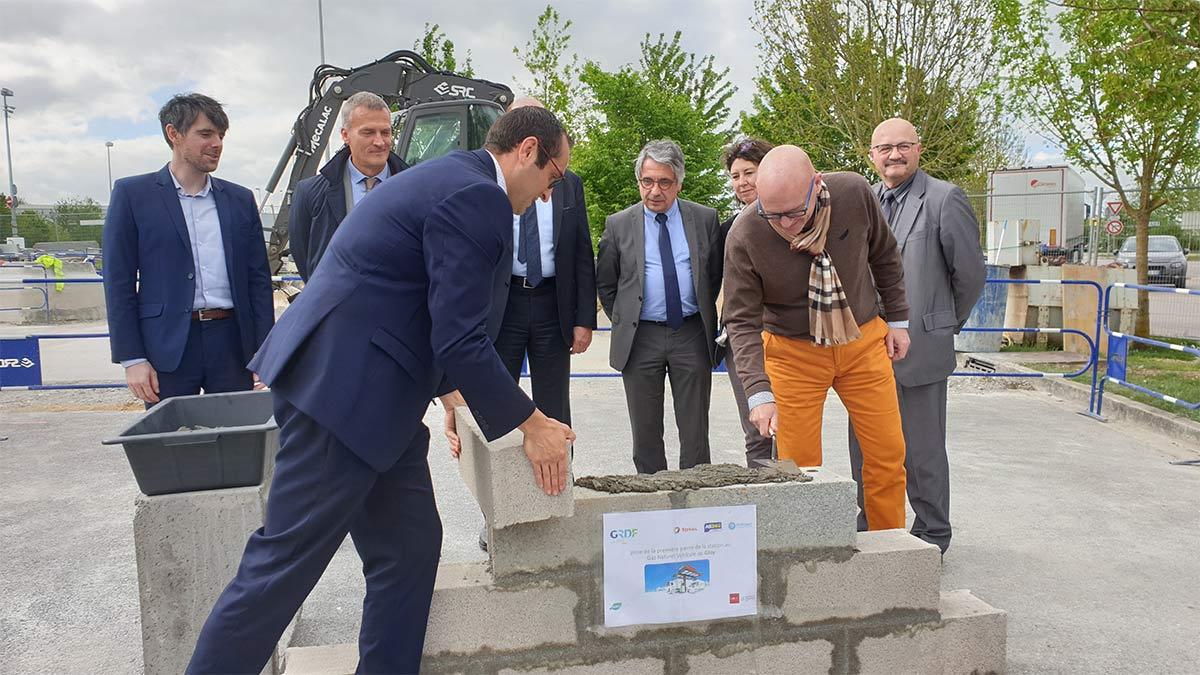 Hauts-de-France : Pitpoint et GRDF posent la première pierre de la future station GNV de Glisy