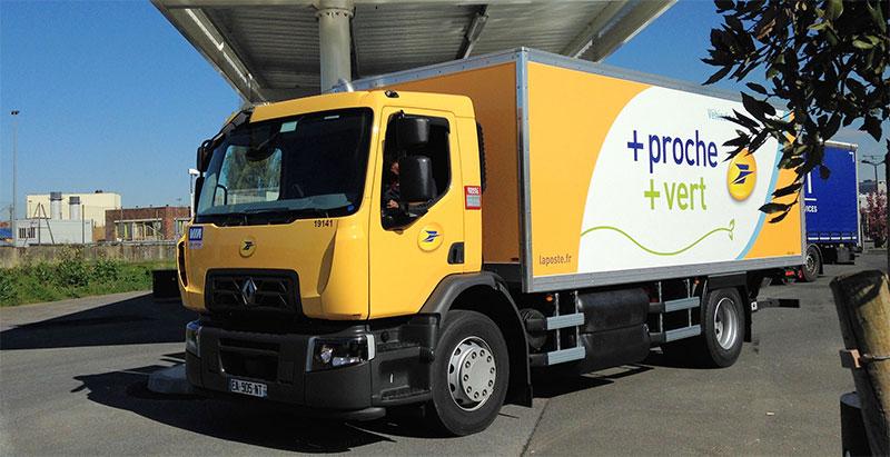 la poste re oit son premier camion 19 tonnes au gaz naturel. Black Bedroom Furniture Sets. Home Design Ideas
