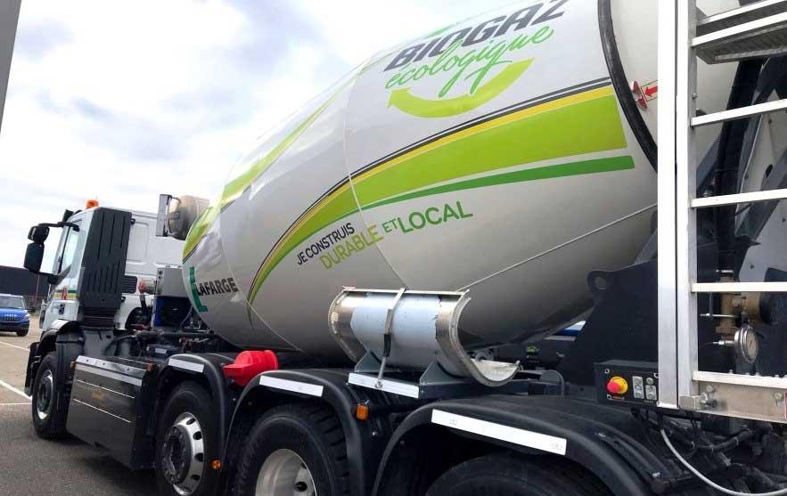 LafargeHolcim présente son premier camion-toupie au gaz à Solutrans