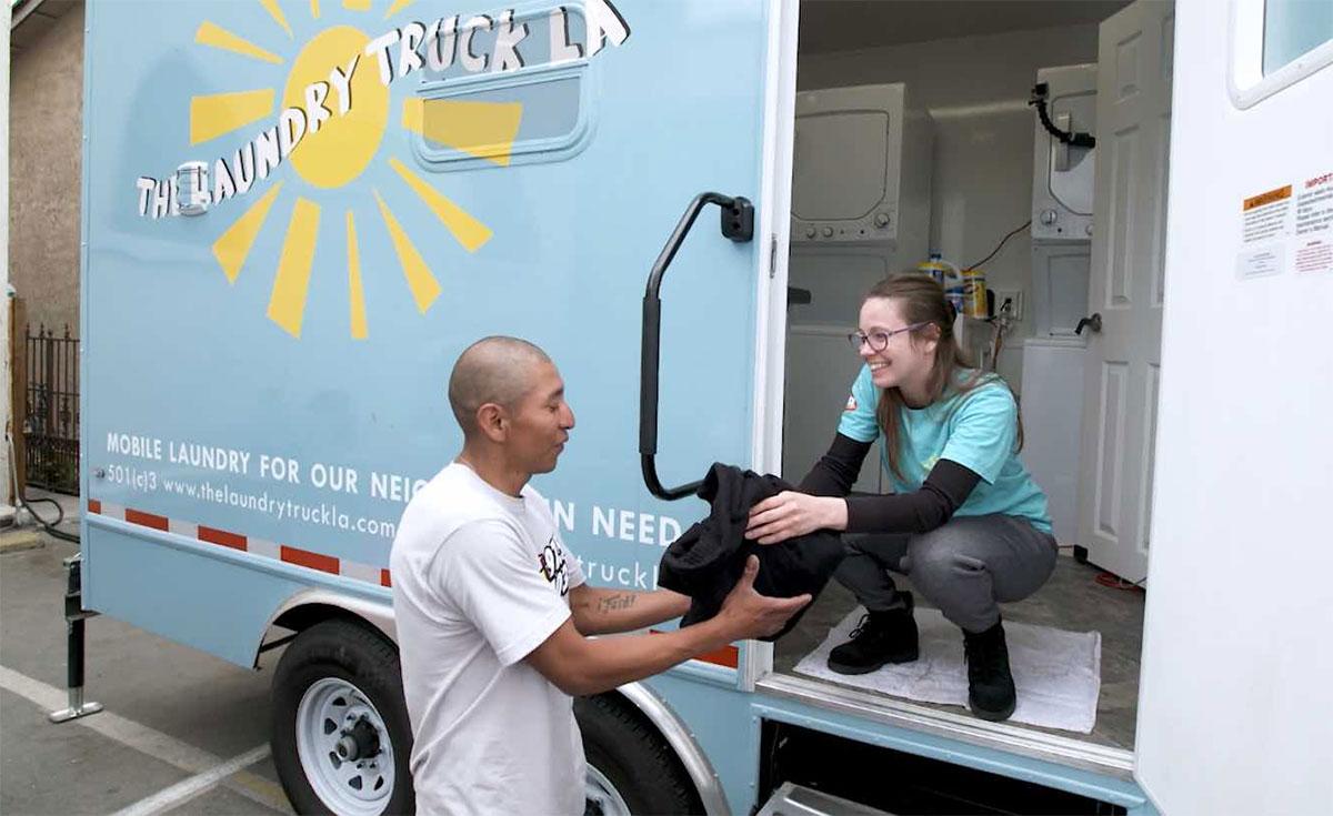 A Los Angeles, une blanchisserie mobile au GNV pour les sans-abri