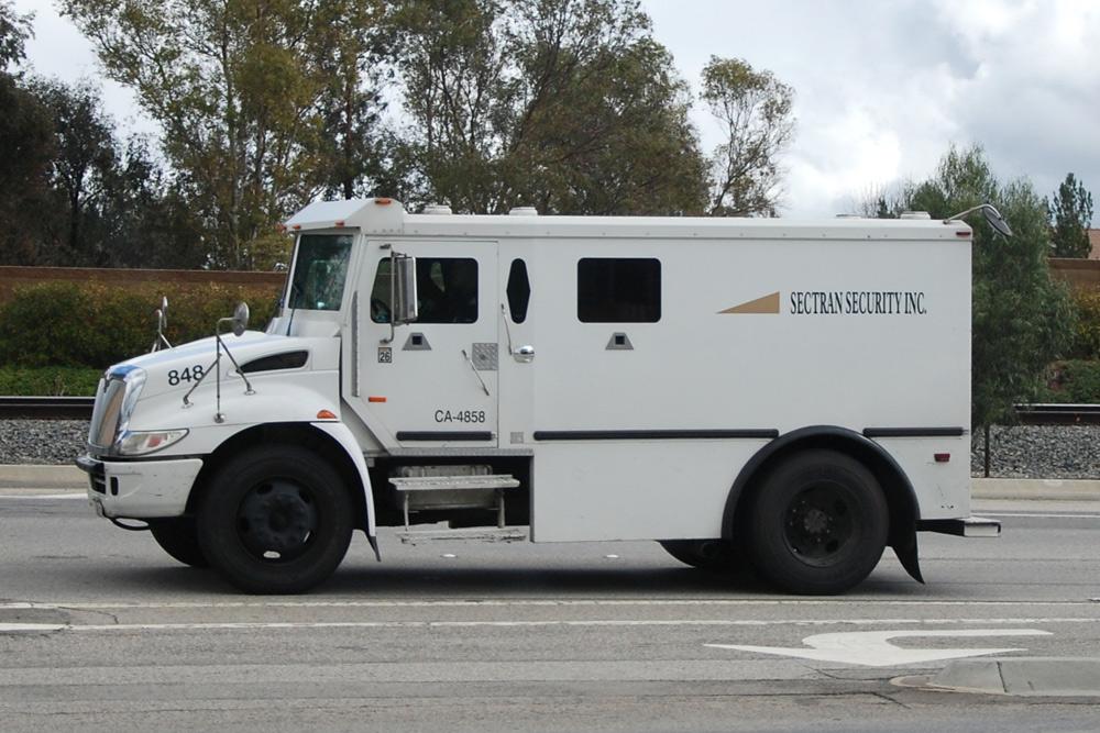 Des camions blind�s hybrides GNV pour Sectran Security