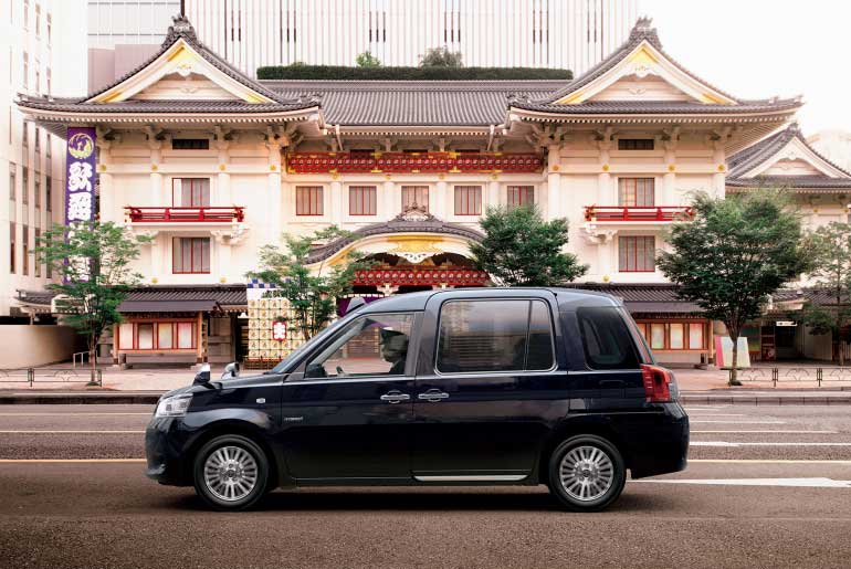toyota pr sente un nouveau taxi gpl pour le march japonais. Black Bedroom Furniture Sets. Home Design Ideas