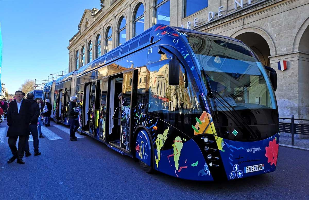 Nîmes Métropole inaugure son trambus hybride gaz-électrique