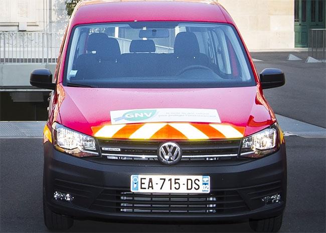 Les Pompiers de Paris testent un Volkswagen Caddy GNV